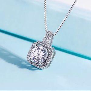 Jewelry - 🆕 2ct Round Zirconia Pendant Necklace